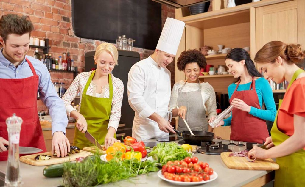 Cookery Classes | 17+ Business ideas for women in India | Startup Sutra